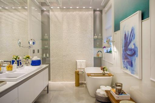 Na Sala de Banho projetada por Marta Guimarães e Daniele Faraco, banheira e bancada podem mudar de lugar ao gosto do morador.